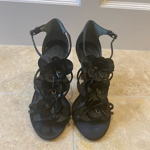 Tory Burch Floral Black Heels like new size 5.5